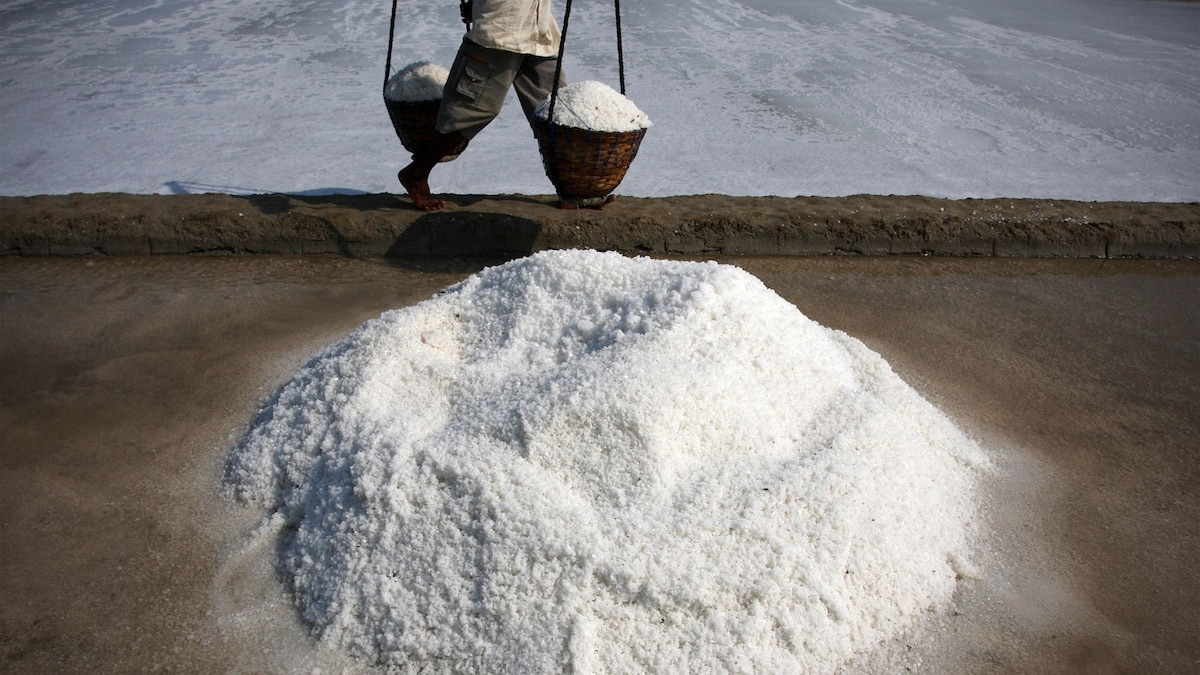 Microplastics found in 90 percent of table salt: potential health impacts?