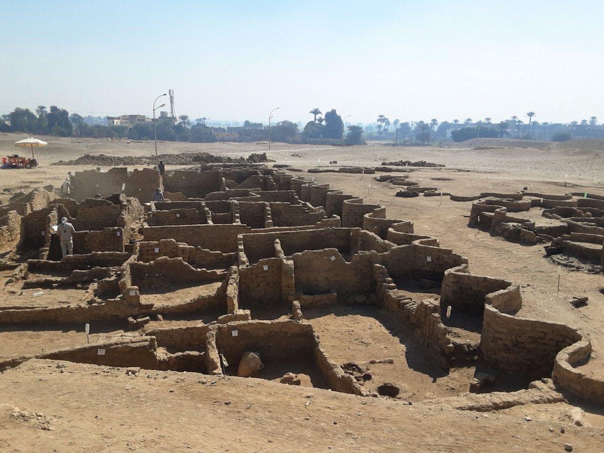 'Lost golden city of Luxor' discovered... thumbnail