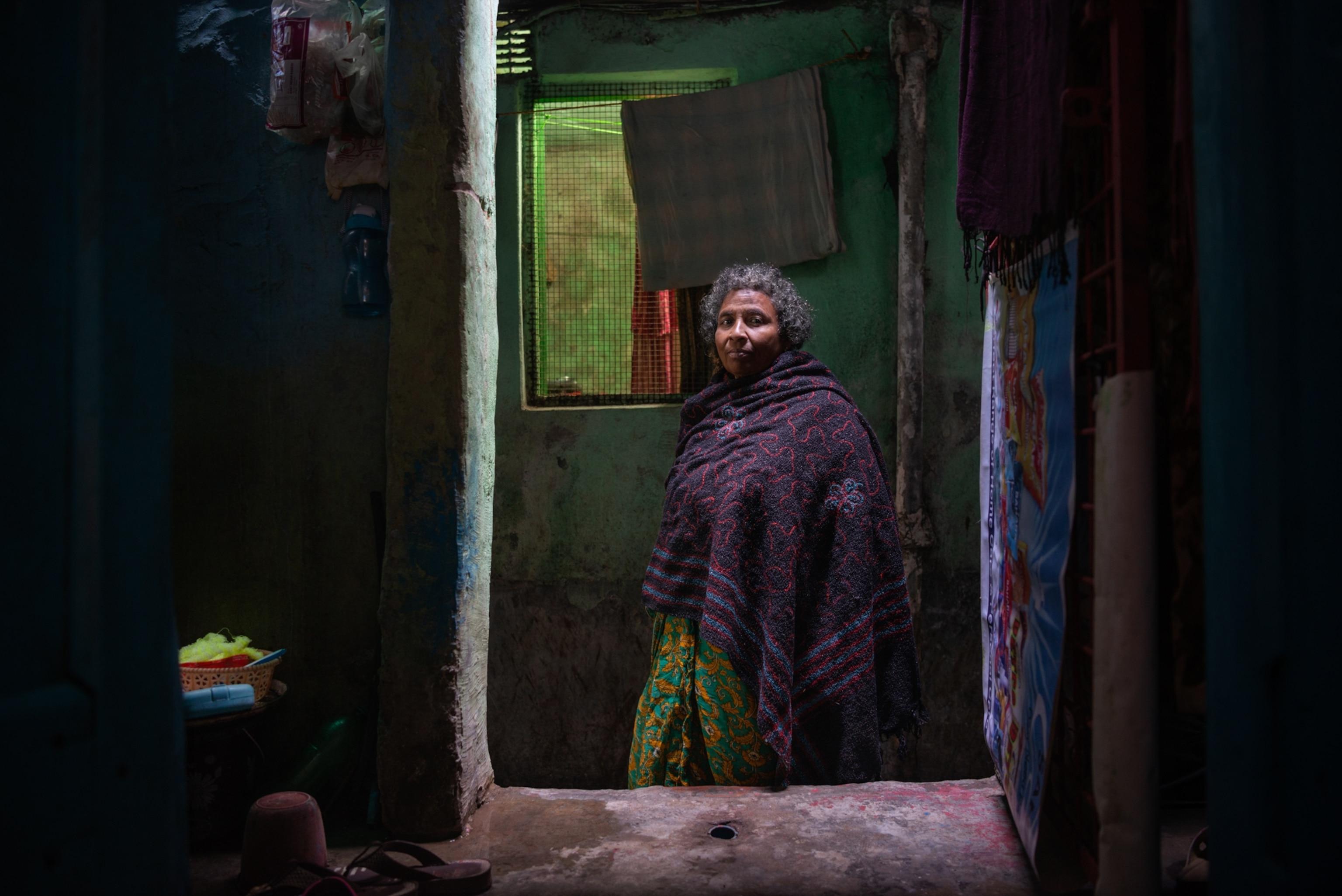 Mature Indian Window Spy