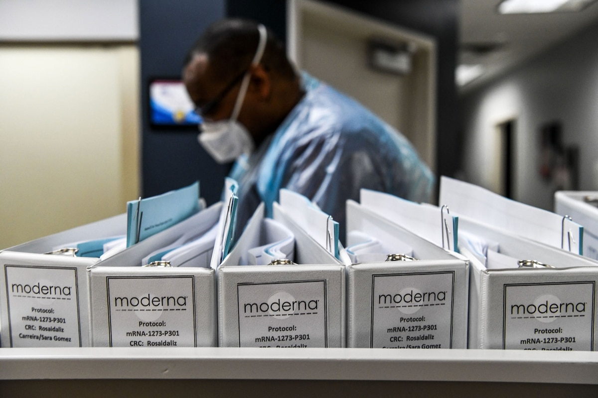 Moderna edges Pfizer in COVID-19 vaccine effectiveness—and refrigeration