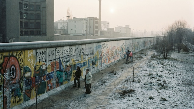 berlin-wall-reference-h-00000201268820_1