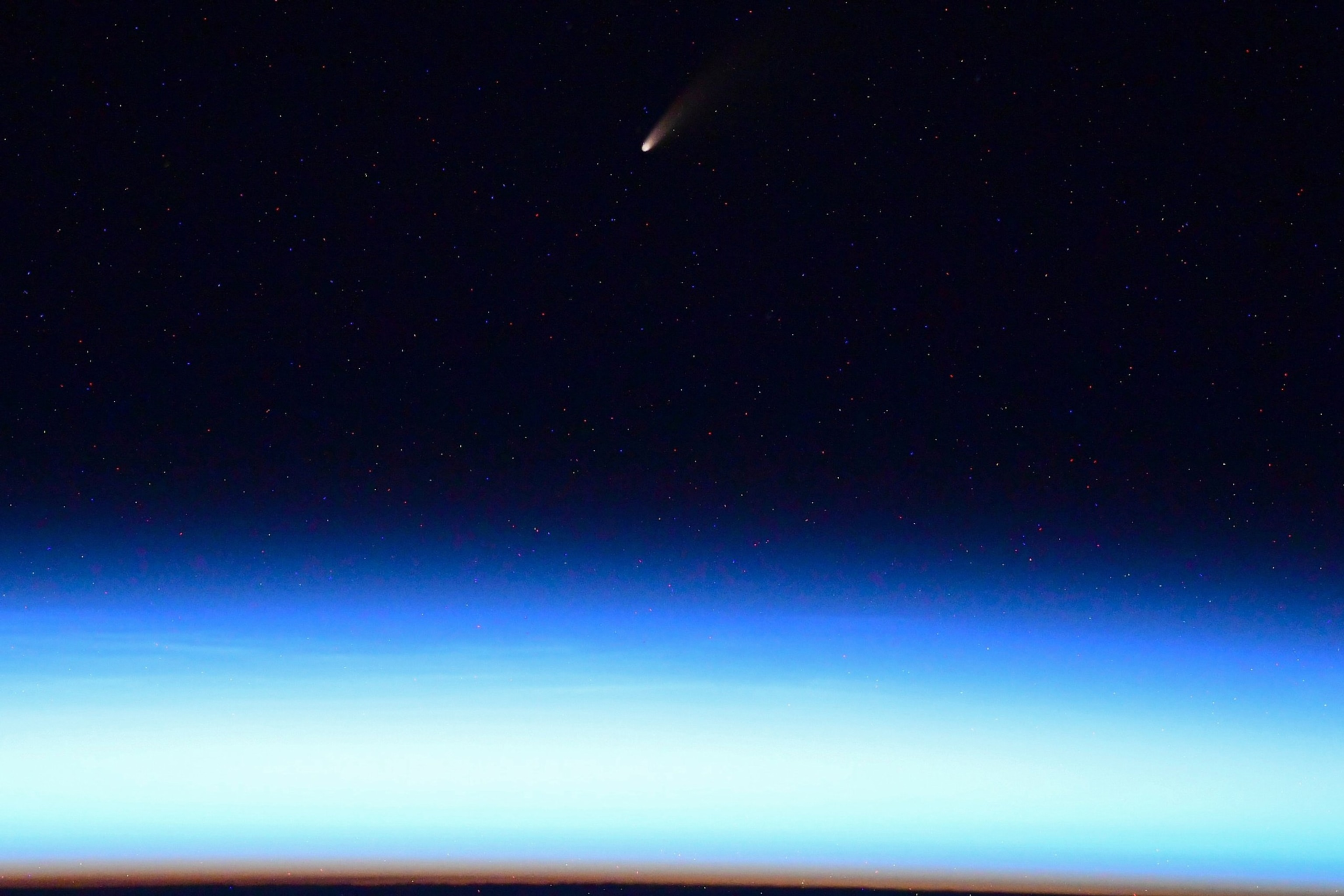 One Of The Brightest Comets In Decades Is Passing Earth Here S How To See It