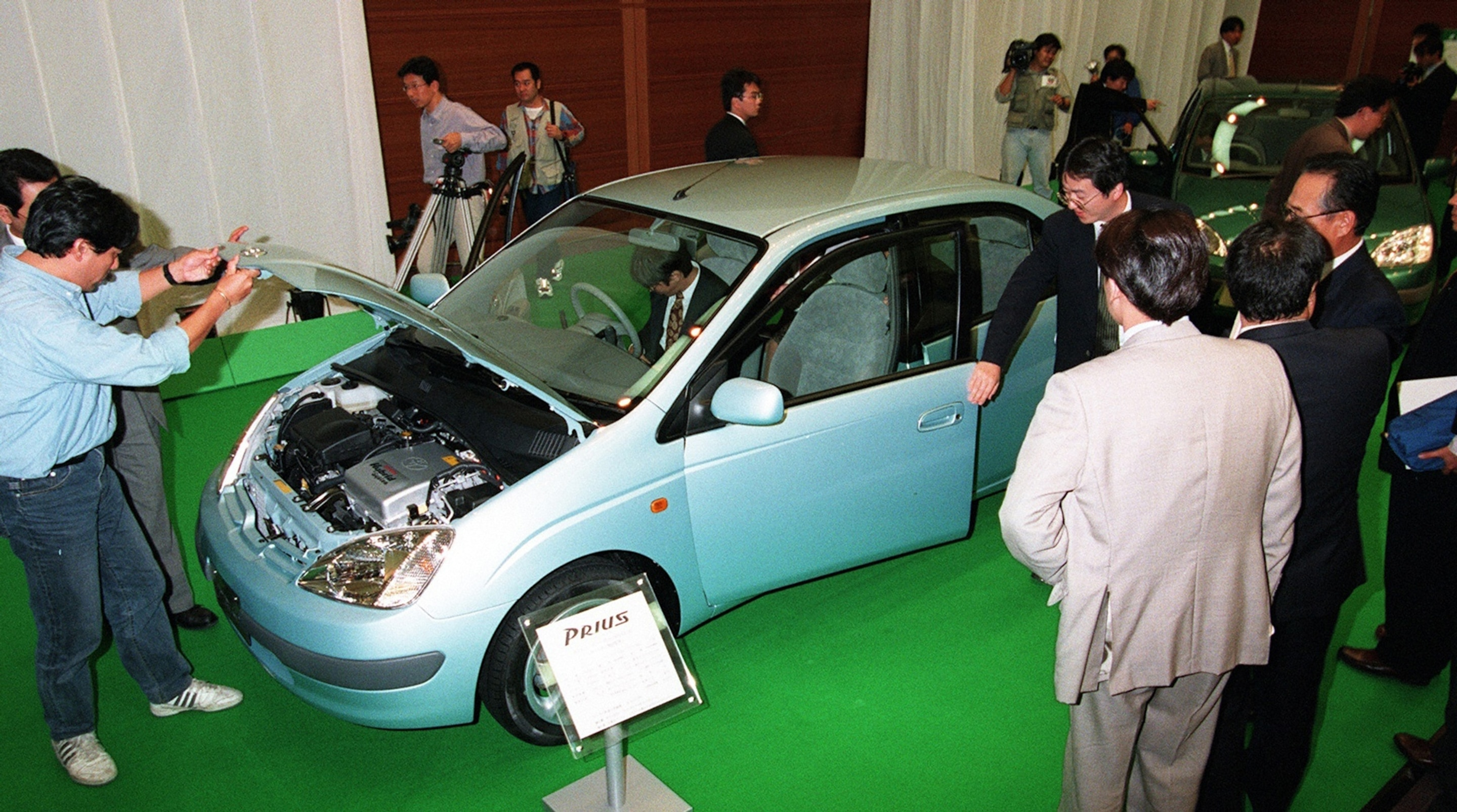First prius unveiled in japan