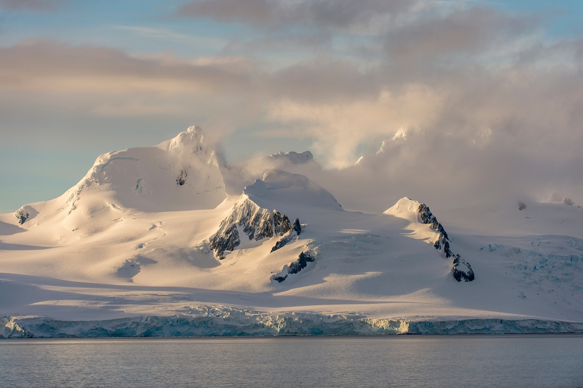 New way to measure Antarctic snowfall helps predict the ice sheet's survival - National Geographic