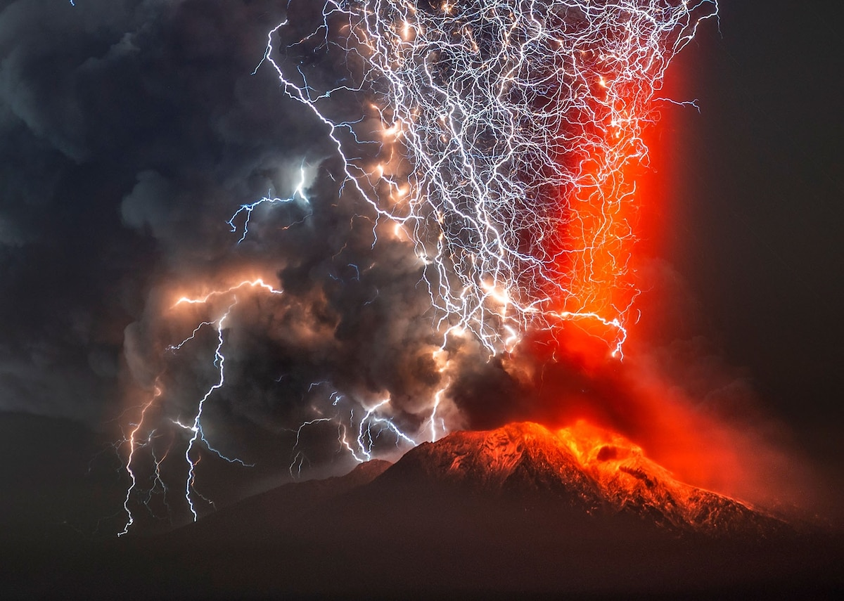 See how volcanoes spark lightning storms